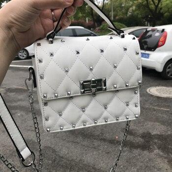 14ce98e9e6a0 Винтажная маленькая квадратная сумка через плечо с заклепками, мини-женская  сумка с замком из искусственной кожи, сумка на плечо с цепочкой,.