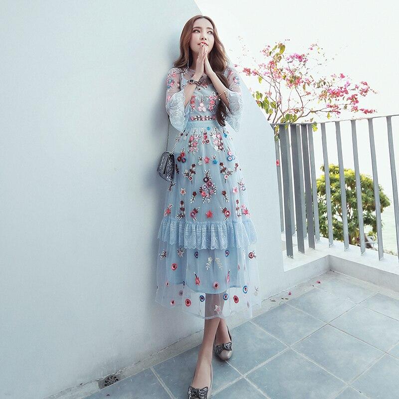 Цветы на сетке платья фото