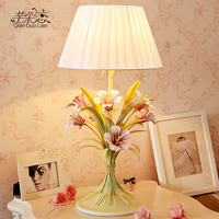 Большой гостиной настольная лампа спальня прикроватные освещение творческий сельских деревенский Свадебные цветы украшают свадебные под