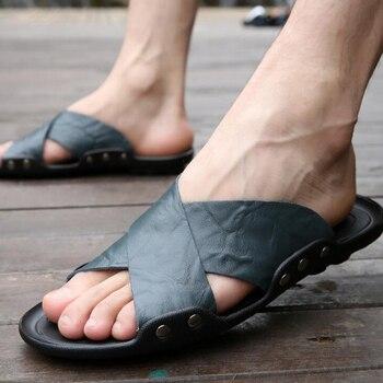 Homens chinelos 2018 novas chegadas dos homens de couro de verão sapatos de praia moda fivela de metal decoração não-deslizamento de slides dos homens plus size 47 48