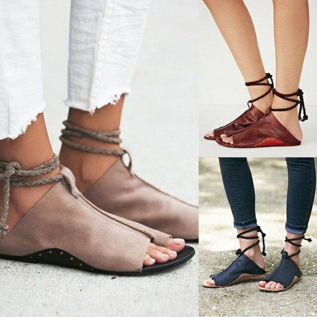 Женские босоножки 2018 босоножки на плоской подошве женская летняя обувь Ремешок на щиколотке мягкие кожаные сандалии Для женщин большие размеры 35–43 пляжная обувь sandalias