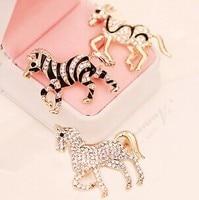 Horse Cavalo Pegasus Brooch Korean Luxury Elegant Enamel Jewelry Blazer Accessories Wholesale Broches Boda Lapel Pin