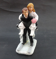 Wedding Favor Marriage Skiing Groom Bride Romantic Couple Figurine European Style Wedding Cake Toppers Wedding Home Decoration