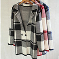 Женщины зимние вязать свободного покроя свитера черный белый плед вязаные кардиганы глубокий V с длинным рукавом свитер