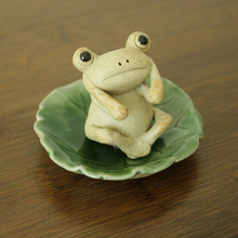 New Cute frog leaf saucer Tea pet figurines Lovely Kawai Ceramic Arts and Crafts fairy garden miniatures home decoration gifts