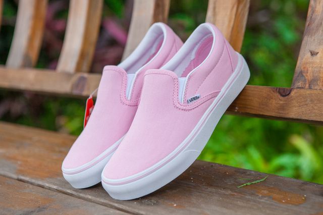 3760ddbdebc6 Vans classic Slip On Pink color women low-top canvas shoes skateboarding  casual shoes free shipping