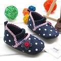 Elegante sapatilhas Das Sapatas de Bebê recém-nascido de Algodão Tecido Não-deslizamento Lace-Up Flor Bolinhas Fronteira 2015 novo menina da criança sapatos