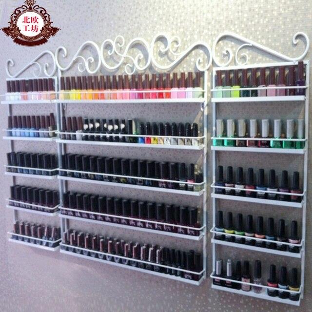 Esmalte de uñas en el estante de la pared estante de exhibición de ...