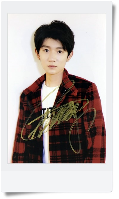signed TFBOYS Roy Wang  Yuan autographed  photo 6 inches  freeshipping 08201703 signed tfboys autographed group photo 6 inches freeshipping 08201703