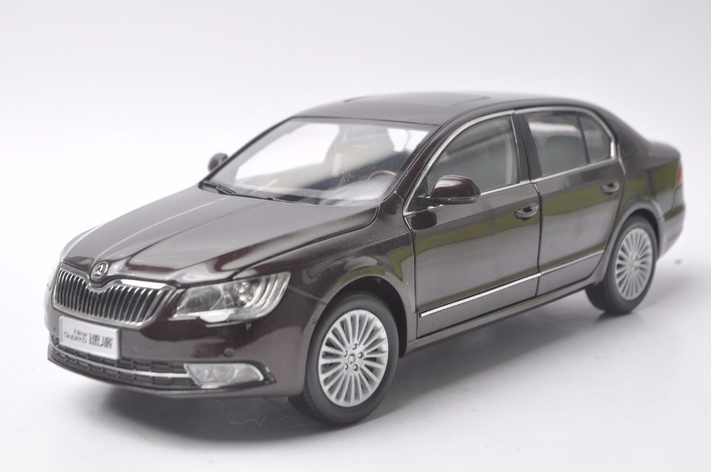 1:18 Diecast Model for Skoda New Superb 2012 Red Sedan Alloy Toy Car Miniature Collection Gifts 1 18 diecast model for buick lacrosse black classic sedan alloy toy car collection gifts
