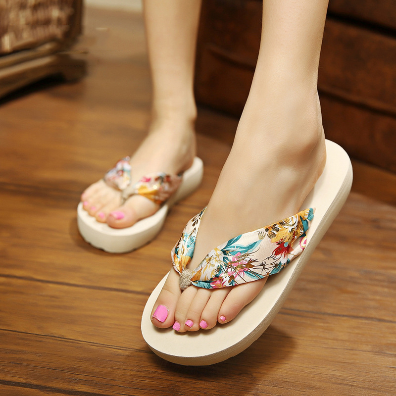 2017 new Female dragons sandals slippers summer summer fashion slippers slippers sandy beach outside the big size qiu dong season with plush slippers female students in the summer of 2017 the new han edition joker fashion wears outside a word