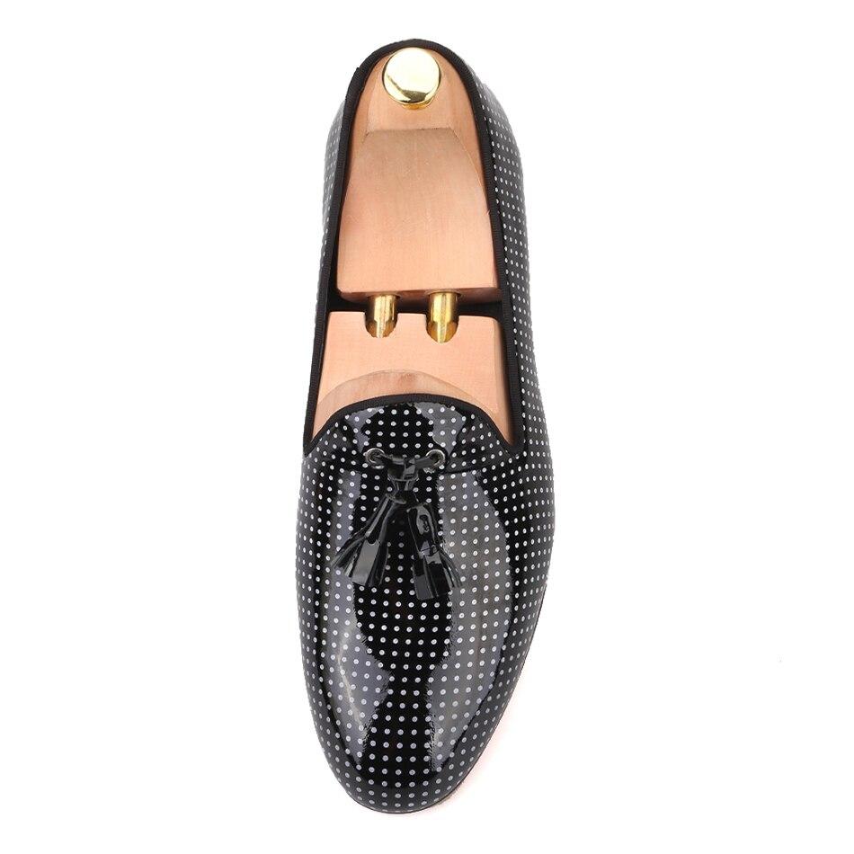 Ayakk.'ten Erkek Rahat Ayakkabılar'de Piergitar 2019 Siyah Renk Patent Deri erkek püskül rahat ayakkabılar Artı Boyutu erkek Loafer'lar Parti ve Düğün Erkekler elbise ayakkabı'da  Grup 3