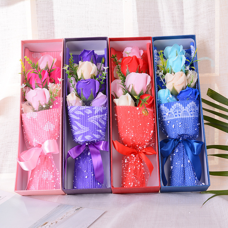 Acheter 100% Creative Main Soie Rose Fleur Artificielle Boîte Cadeau Pour Cadeau D'anniversaire De Mariage Tenant Des Fleurs Pour la Mariée Bouquets De Mariée de rose artificial fiable fournisseurs