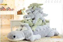 Bezmaksas piegāde lielas karikatūras krokodila lelles spilvena plīša rotaļlietu dzimšanas dienas dāvana. krokodila pildījuma dzīvnieku lelles spilvens