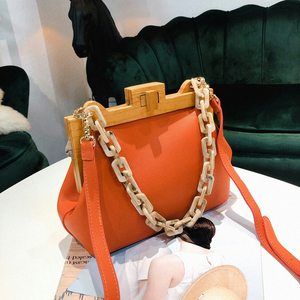 Image 3 - Houten Clip Schoudertas Vrouwen 2019 Zomer Luxe Designer Korea Acryl Dikke Ketting Kleine Vierkante Handtas Messenger Bag Vrouwelijke