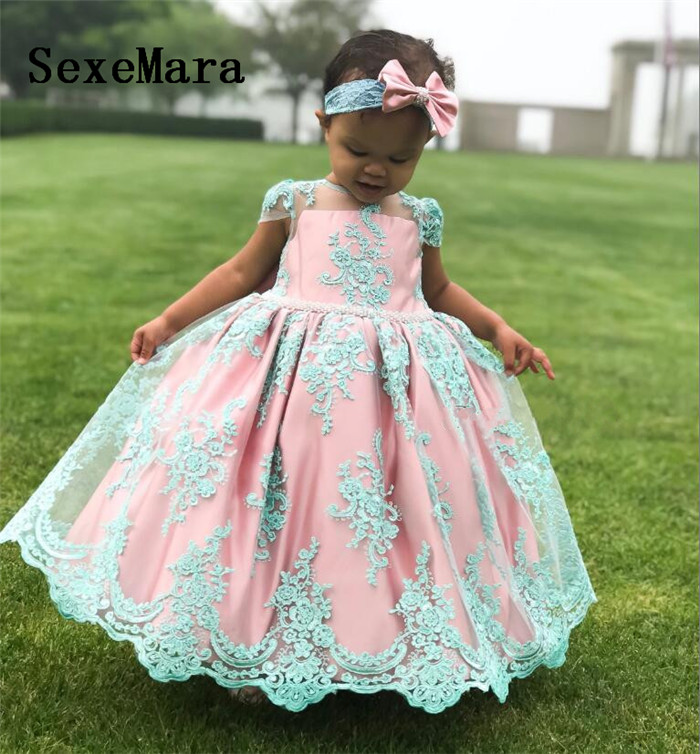 Cute New Pink Lining Blue Lace Baby Girls Birthday Dresses O Neck Little Princess Dress with Bow Christmas GownCute New Pink Lining Blue Lace Baby Girls Birthday Dresses O Neck Little Princess Dress with Bow Christmas Gown