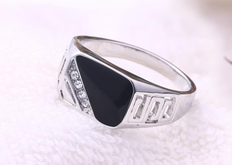 vintage-titanium-steel-ring-with-black-and-rhinestone-encrusted-3
