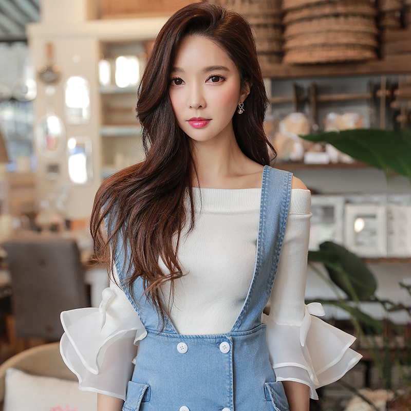 Pink Doll New Spring 2018 slim romantic trumpet sleeve shoulder sleeve knit five word