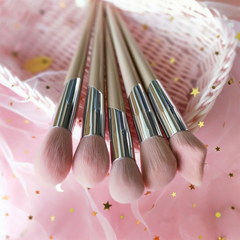 Fashion Fenty Style Makeup Brushes Sculpting Bronzer Brush Highlighter Blending Shadow Blusher Make Up Brush Tool