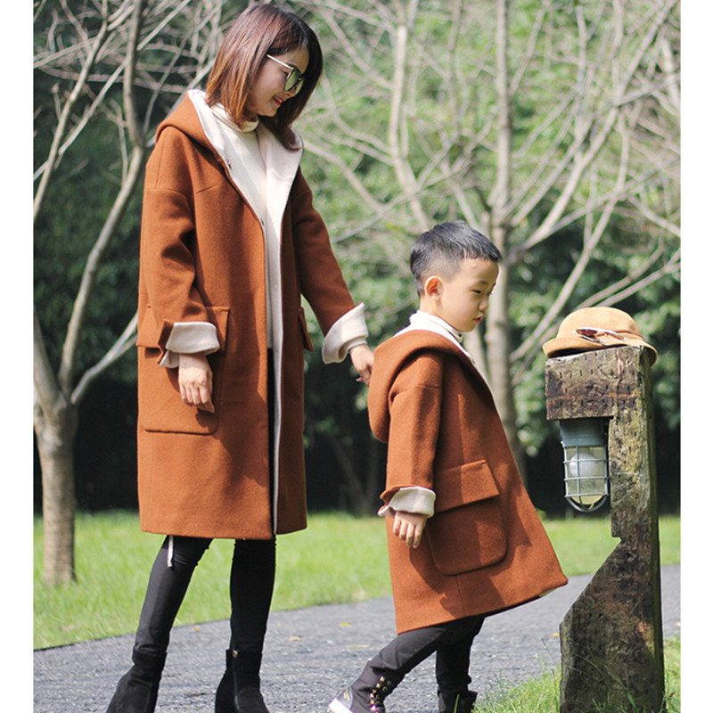 2018 Winter Original Design Mom Daughter Hooded Coat Family Matching Outfit Mother and Son Caramel Ribbon Hat Long Jackets New matching family clothing set 2015 autumn style winter family look matching mother daughter father son long sleeve sweater set