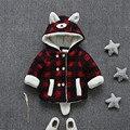 Nueva moda de invierno los niños abrigo a cuadros lindo oso de dibujos animados bebé niños niñas prendas de vestir exteriores ocasional 2017 de invierno embroman la capa ropa hc007