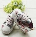 2016 nova Bonito Kid Criança Do Bebé Prata Berço Coração soft shoes walking sneaker 0-18 m frete grátis & drop grátis