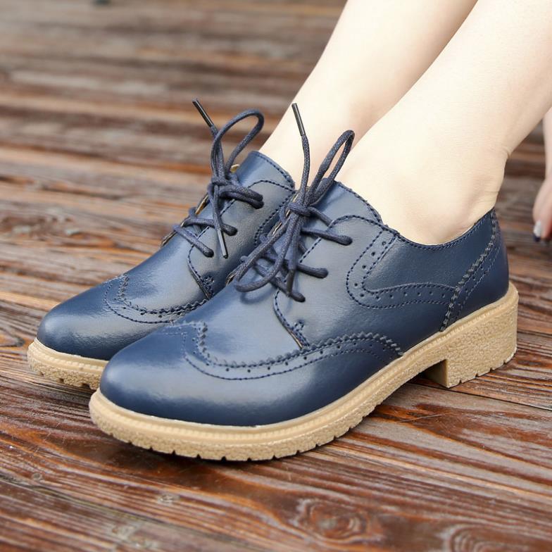578b7a05c3 New 2015 Genuine Leather Oxford Shoes For Women Fashion Brogue Carved Round  Toe Lace Up Women Oxfords Ladies Casual Flat Shoes en Pisos de las mujeres  de ...