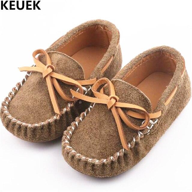 Nuevos zapatos para niños y bebés, para muchachas y muchachos, zapatos del cuero casual.