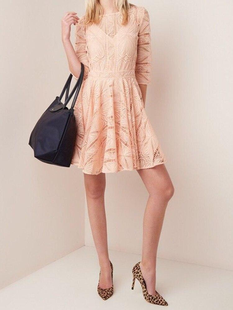 2019 春夏の新女性ミニドレス刺繍レースフックバック中空女性のドレス甘いレディースショートドレス  グループ上の レディース衣服 からの ドレス の中 1
