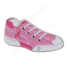 Спортивная обувь с розовыми лентами значок на лацкан