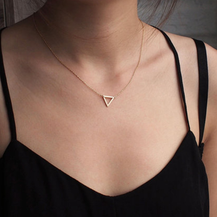 Simple fashion jewelry street shot metal hollow triangle charm women short paragraph necklace drop shipping
