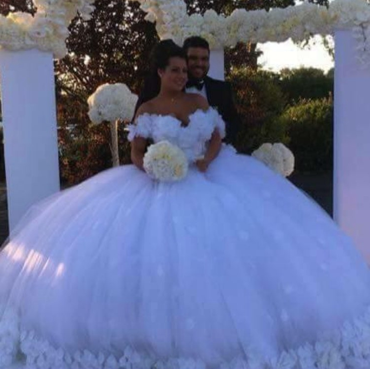 White Very Big Ball Gown Wedding Dresses Lace Appliques And Hand