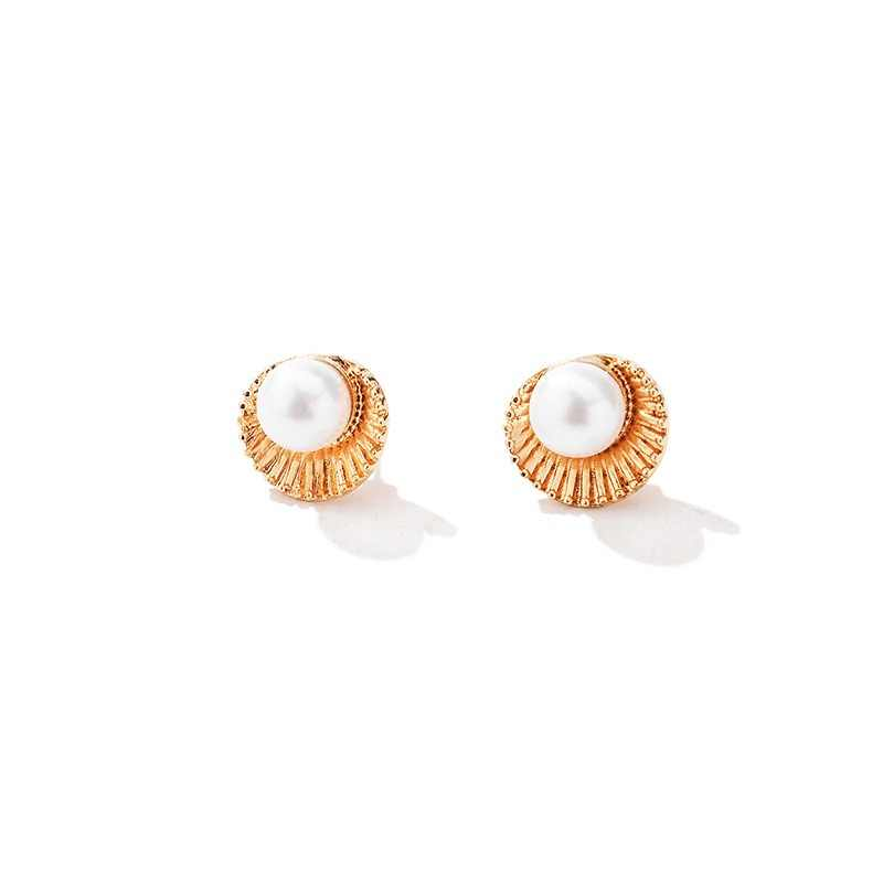 New beautiful flower earrings Fan shaped shell pearl earrings Korean girls Gold Silver stud earrings wholesale