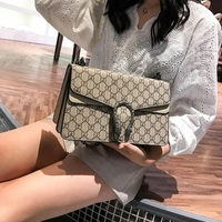 2018 spring and summer new female print Europe and the United States small square package trend retro laptop messenger bag