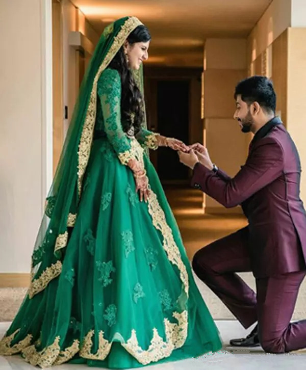 Hunter Green Muslim Indian Wedding Dresses With Long Sleeve 2019 Luxury Crystal Gold Lace Applique Arabic Bridal Gown