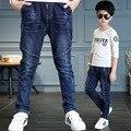 Новый 2017 случайный лоскутное дети дети джинсы для мальчиков джинсы брюки одежда синий середина эластичный пояс длинные брюки ребенок мальчик одежда