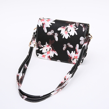 Retro Floral Patterned Crossbody Bag