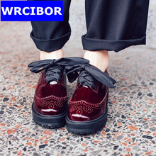 Patent leather Fretwork Vintage Flat Oxford Shoes Round toe Woman Flats 2017 Fashion British style Brogue Oxfords women shoes