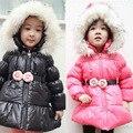 O envio gratuito de Inverno novo da menina da chegada com capuz belt rosas de algodão-acolchoado do revestimento do revestimento