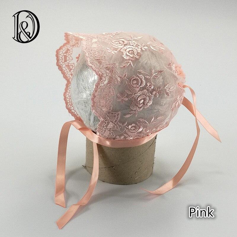 (2 pcs/lot) main Bébé Fille Bonnet De Dentelle avec Fleur De Prunier Vintage  Style Bébé Dentelle Chapeau Bébé Photographie Props.
