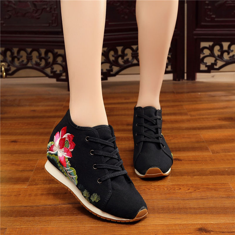 New Autumn Women Shoes 2017 Chinese Lotus Shoes Old Peking Casual Canvas Comfortable Shoes Embroidered Students Breathable Flat vintage embroidery women flats chinese floral canvas embroidered shoes national old beijing cloth single dance soft flats
