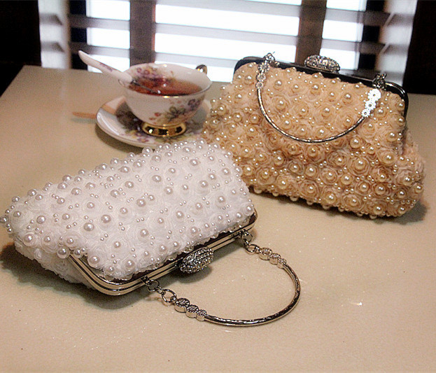 Rhinestone Flower Day Dlutch Chain Messenger Bag New Arrival 2017 Pearls Women s Handbag Ladies Exquisite