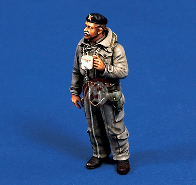 1/35 Winter British Tank Commander Holding A Cup    Toy Resin Model Miniature Kit Unassembly Unpainted