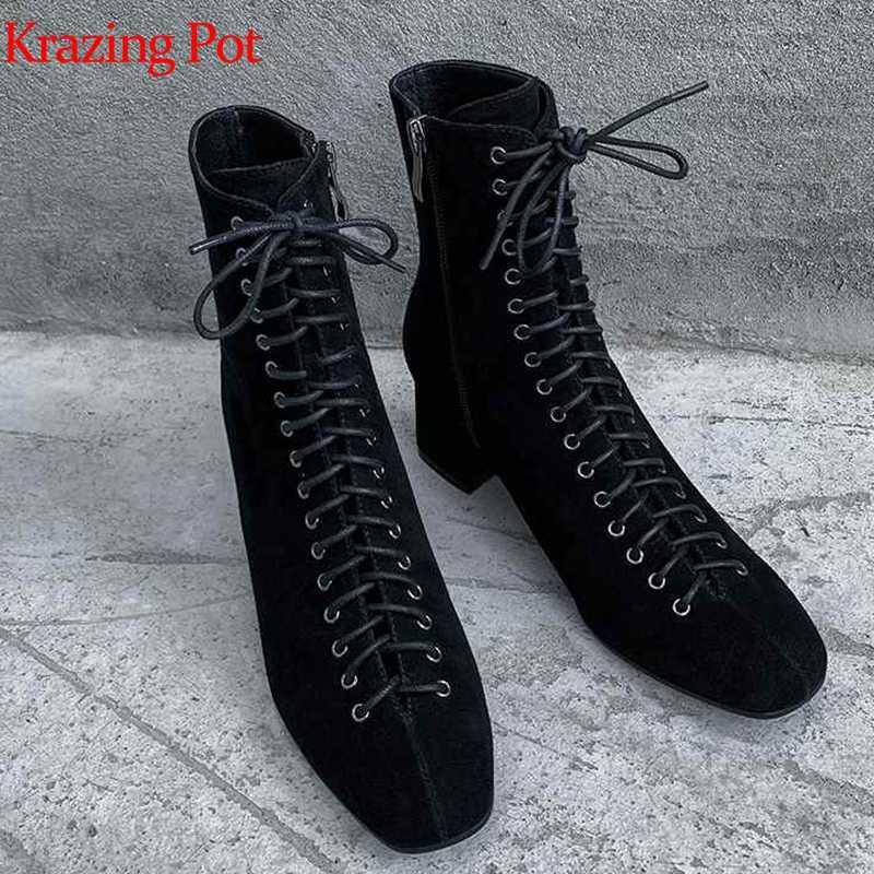 Krazing nồi da thật chính hãng da mới arrivel 2019 Giày cao gót Mùa Đông vuông mũi đinh tán phối ren giữ ấm thời trang đen mắt cá chân giày L17