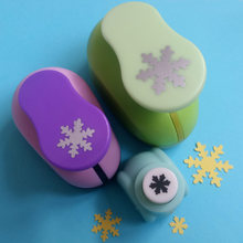 "Hot Koop Kerst Sneeuw Punch Craft 3 pcs Snowflake 3/8 ""5/8"" 1 ""gat punch set Scrapbook Papier puncher kinderen diy embossers(China)"