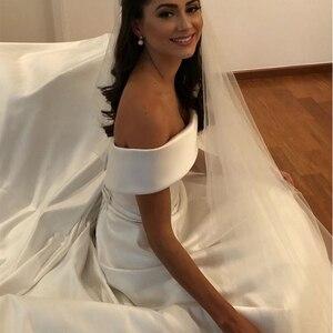 Image 3 - פשוט קו חתונת שמלות סאטן כבוי כתף חתונת כלה שמלות לטאטא רכבת מקרית שמלות ציפר עם כפתורים אחורה