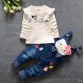 Bebê Menina Conjuntos de Roupas de Marca de alta Qulity Primavera 2017 Bonito Kitty Cat Algodão Impressão Dos Desenhos Animados de Animais Bibs Infantis calças de Brim Da Banda roupas