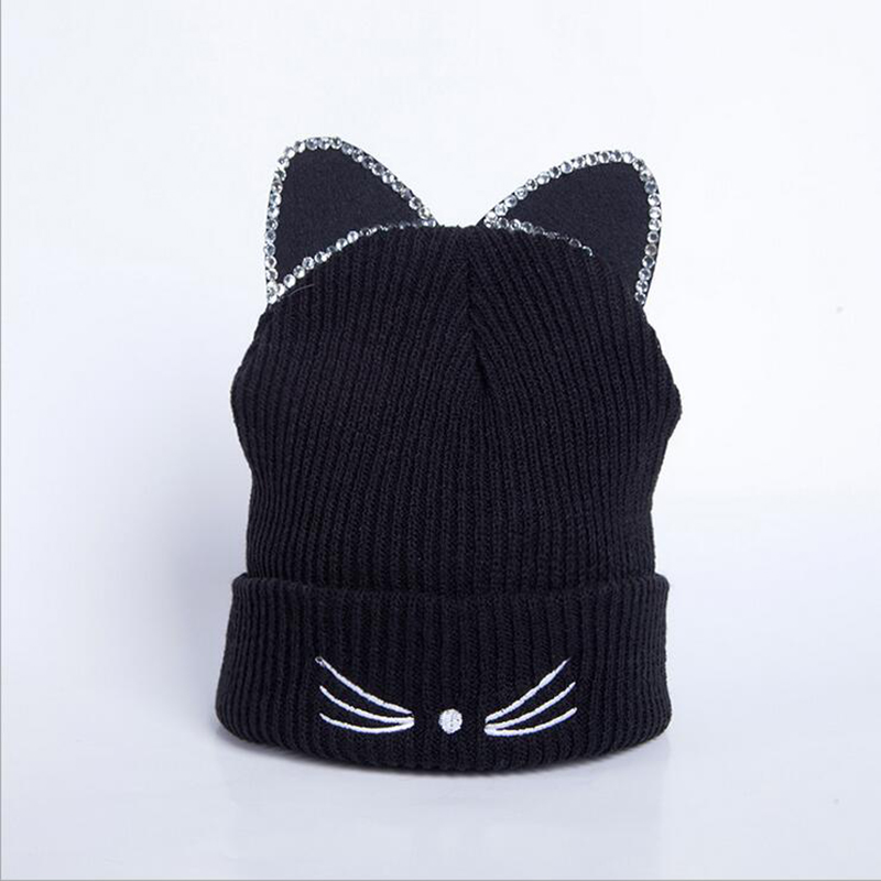 e9f171b7199 Boys wearing fashionable knit hats in pure black or other colors with  patterns can show their personality and look cool.