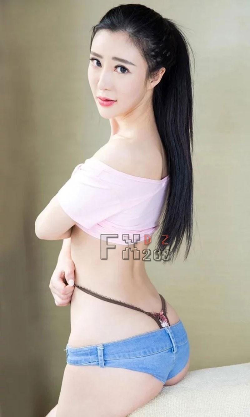 Sexy babe next door nude