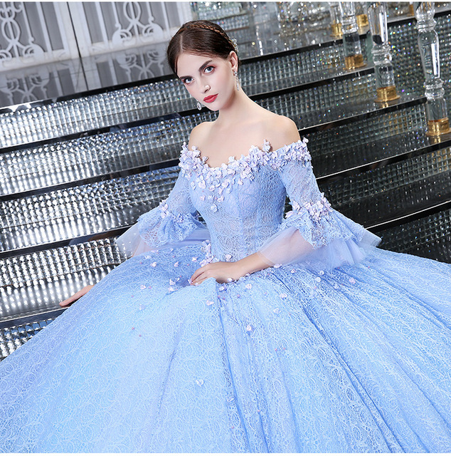 Vestido longo azul claro com renda